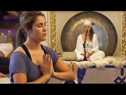 ET Tries: Alicia Keys' 'Radiant' Health and Beauty Secret: Kundalini Yoga With Guru Jagat