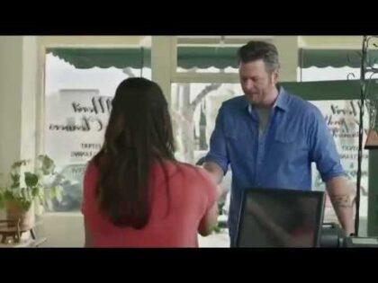 Blake Shelton – Gildan 'X-Large Pair' TV Commercial